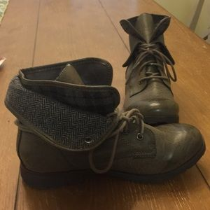 Never Worn Size 8.5 Gray Booties by Rock & Candy
